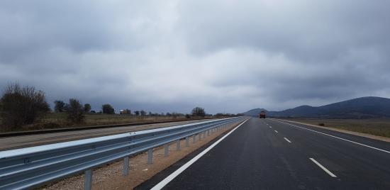 Модернизираната отсечка на път I-8 Сливница-Драгоман с мантинели от КМВ